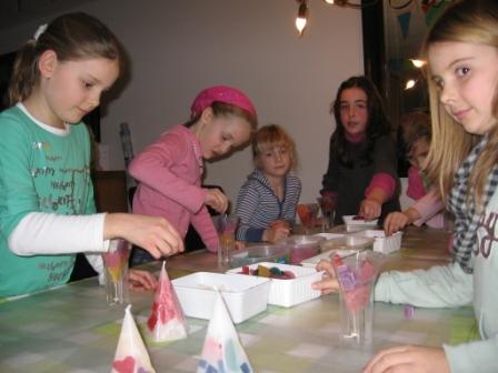 Kaarsen maken bij de Kaarsentempel
