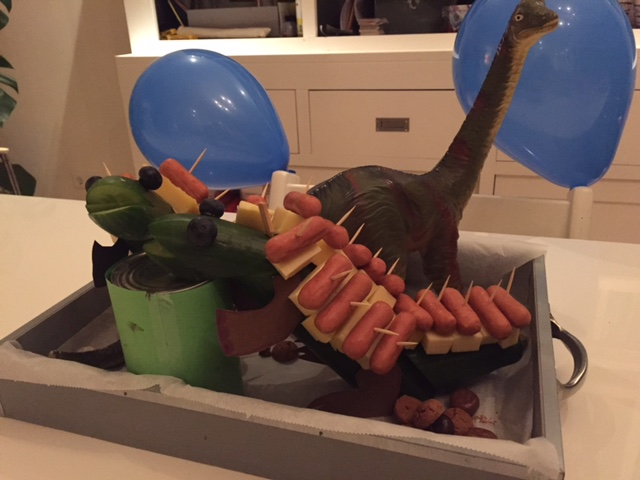 Traktatie komkommer dino for Dino traktatie
